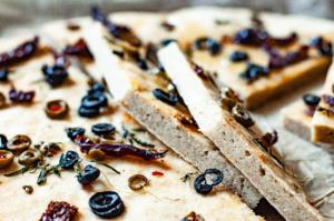 1, bezglutenowa focaccia, kuchnia bezglutenowa, wegańska foccacia, bezglutenowy chleb, wegański chleb, kuchnia włoska, bezglutenowa kuchnia włoska
