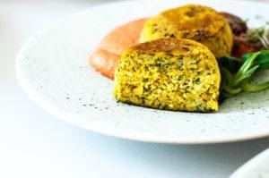 kotelty wegańskie, kotlety z kalafiora, bezglutenu, weganizm, roślinne, obiad, zdrowe jedzenie, szybki obiad, smaczne kotlety, pomysł na obiad