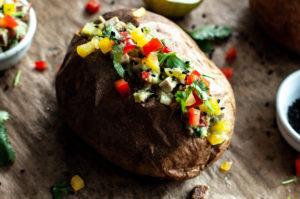 pieczone ziemniaki z awokado, obiad, pomysł na obiad, wegański obiad, pomysł na ziemniaki, ceiakia, zdrowe jedzenie, zdrowe odżywianie wegetarianizm